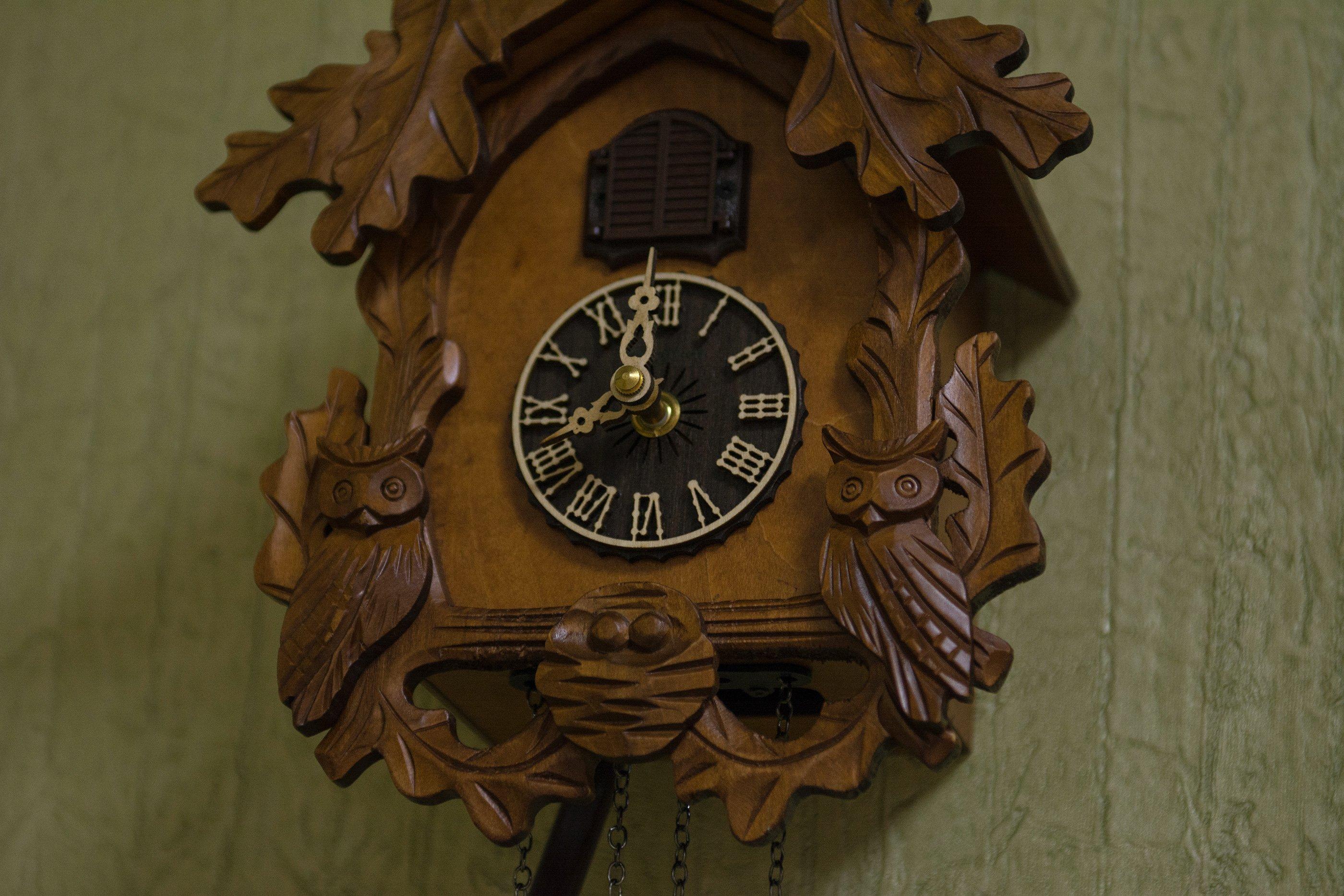 Продать с кукушкой старые часы продам каютные часы